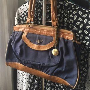 UO 🐝 Bee 23 Handbag